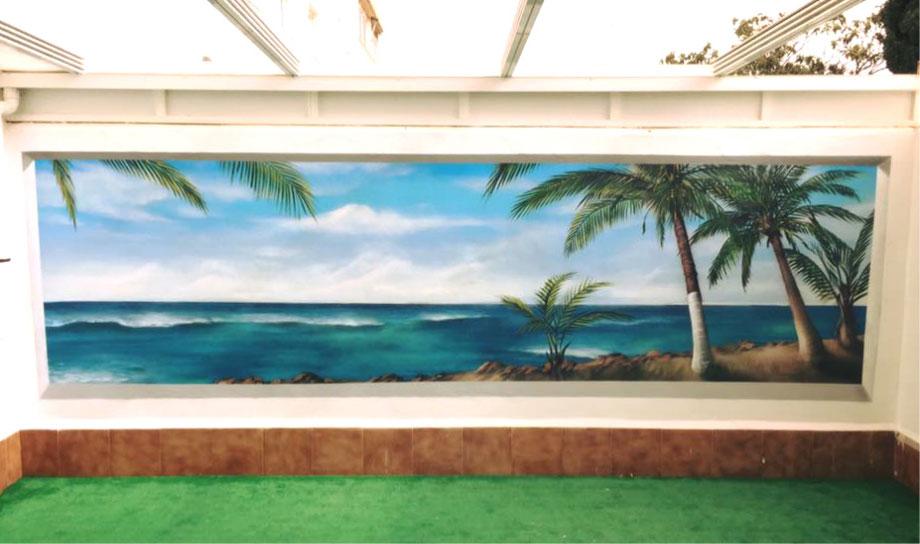 graffiti en el jardín de casa junto a la piscina con un paisaje de playa