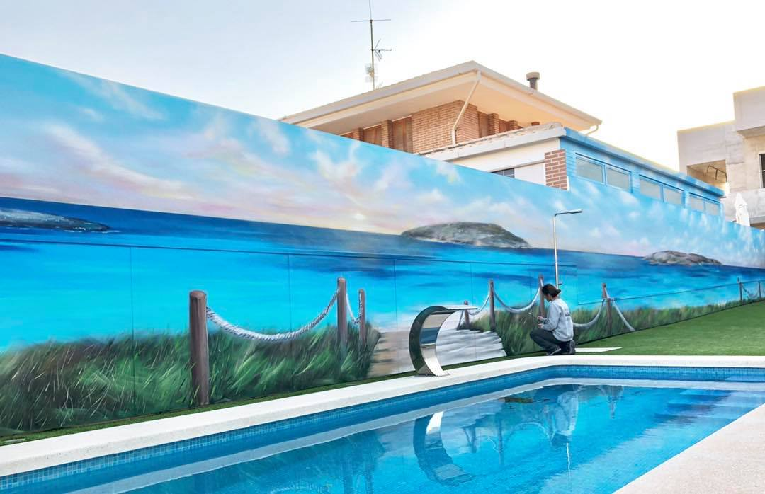 Mural en patio de piscina