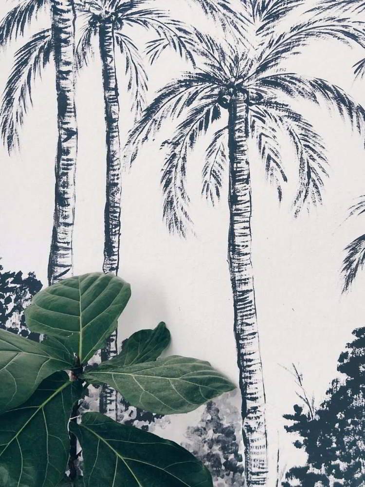 Mural pintado a mano de palmeras en blanco y negro