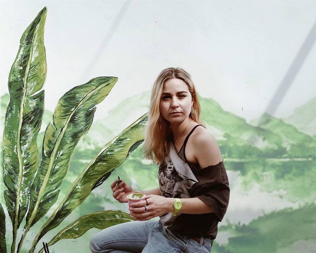 mural verde vegetacion pintado a mano