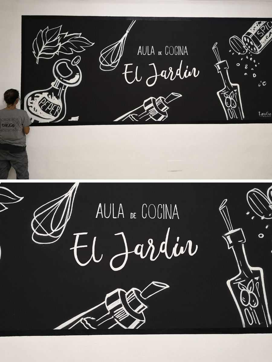 mural escuela cocina blanco y negro