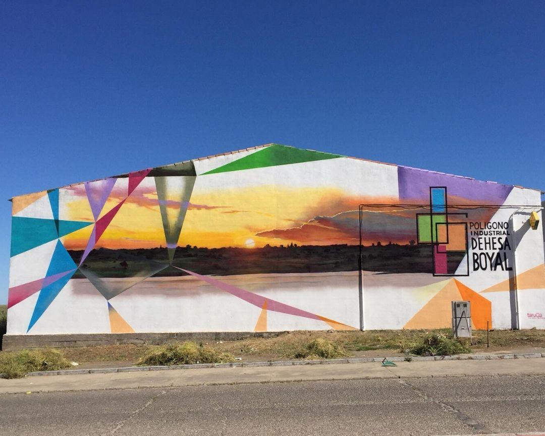 mural fachada nave industrial paisaje