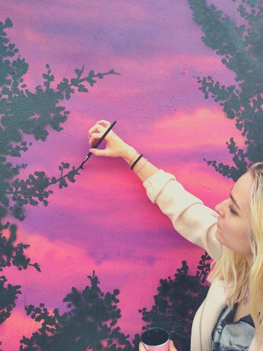 mural paisaje atardecer bosque rosa